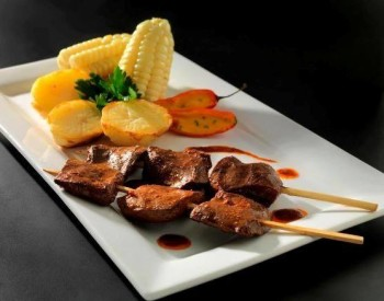 Anticuchos de corazon - gastronomie Pérou