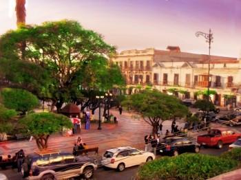 Plaza 25 Mayo, Sucre
