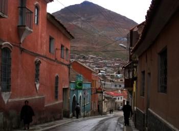 Rue de Potosi, et le Cerro Rico