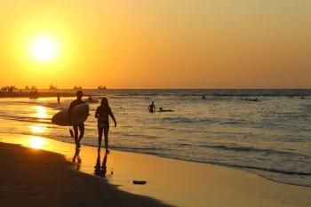 coucher de soleil sur la plage de Mancora
